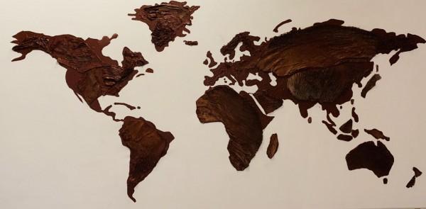 Weltkarte aus Palmenteilen