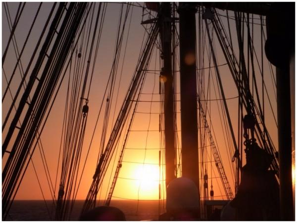 Seacloud 1 Tampenspiel im Sonnenuntergang